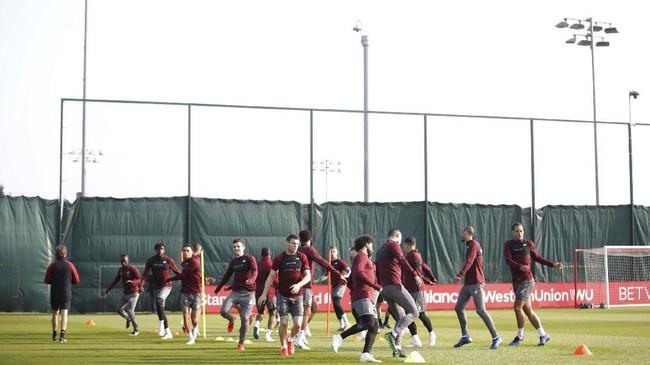 Para pemain Liverpool menjalani latihan di Melwood. Liverpool musim lalu menang agregat 5-0 atas FC Porto di babak 16 besar Liga Champions. (Reuters/Carl Recine)