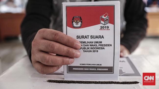 Pada Pemilu 2019 di Jakarta terdapat empat surat suara yang harus dicoblos yaitu surat suara Presiden dan Wakil, DPD-RI, DPR-RI, dan DPRD DKI Jakarta. CNNIndonesia/Safir Makki