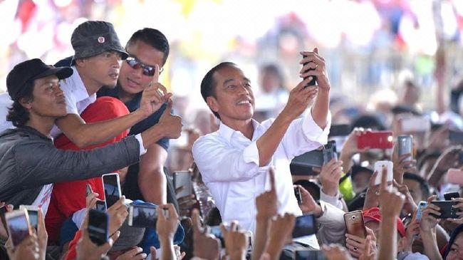 Batal Bertemu Mahasiswa, Jokowi Bersua Relawan di Istana