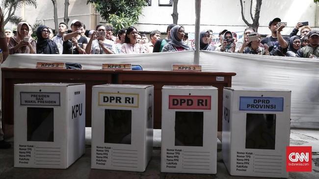 Di Kecamatan Tanah Abang, Jakarta Pusat, terdapat 481 TPS dari 7 kelurahan.Simulasi ini diikuti oleh pemantau, relawan, warga dan petugas TPS. (CNNIndonesia/SafirMakki)