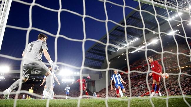 Kegembiraan Liverpool bertambah ketika Roberto Firmino kembali menggetarkan gawang FC Porto di menit ke-26. (Reuters/Carl Recine)