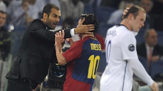 Lionel Messi merayakan kemenangan 2-0 Barcelona atas Manchester United pada final Liga Champions 2009 bersama Pep Guardiola yang ketika itu masih melatih Blaugrana. (AFP PHOTO / CHRISTOPHE SIMON)