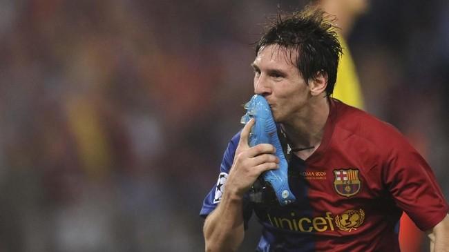 Lionel Messi merayakan gol ke gawang Manchester United pada final Liga Champions 2009. Satu gol Barcelona lainnya dicetak Samuel Eto'o pada menit kesepuluh. (AFP PHOTO / CHRISTOPHE SIMON)