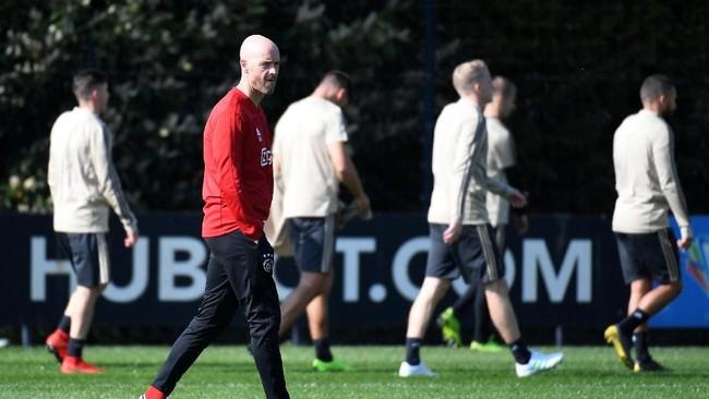 Ajax Amsterdam menjalani latihan terakhir jelang melawan Juventus di Sportcomplex de Toekomst di bawah pengawasan pelatih Erik ten Hag. (REUTERS/Piroschka Van De Wouw)