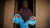 Melansir Reuters, studi ilmuwan Inggris pada tahun 1970-an menemukan sekitar 50 pasang anak kembar lahir dari setiap 1.000 kelahiran di Igbo Ora. (REUTERS/Afolabi Sotunde)