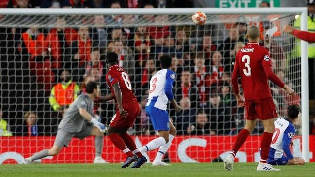 Naby Keita sudah berhasil mencetak gol untuk Liverpool saat pertandingan baru berjalan lima menit. (REUTERS/Phil Noble)