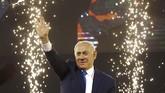 Netanyahu bisa membentuk pemerintahan dan mencari mitra koalisi. Namun, skandal korupsinya bisa menjadi sandungan di masa mendatang. (AP Photo/Ariel Schalit)