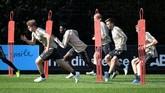 Kapten Ajax Amsterdam Matthijs de Ligt menjalani latihan. De Ligt merupakan salah satu pemain yang dihubungkan dengan Juventus. (REUTERS/Piroschka Van De Wouw)