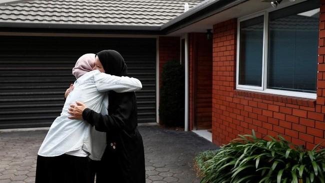 Meski sudah empat pekan berlalu, jemaah di dua masjid di Christchurch masih ragu untuk kembali beribadah di sana. (REUTERS/Edgar Su)