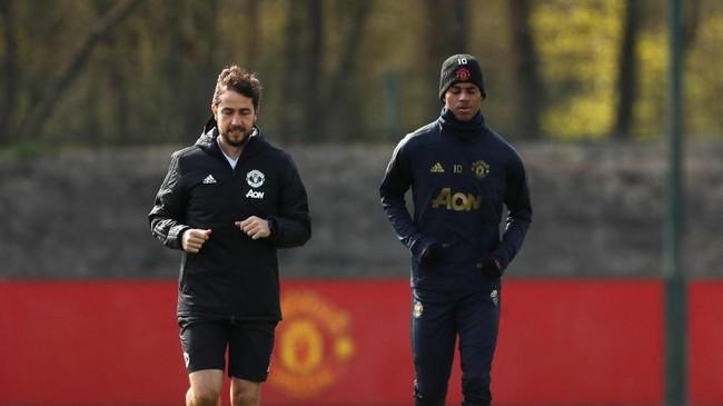 Penyerang Manchester United Marcus Rashford menjalani latihan terpisah dan masih diragukan bermain saat melawan Barcelona. (Reuters/Lee Smith)