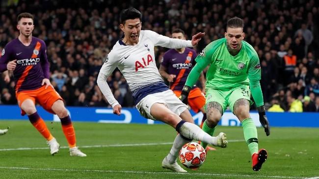 Son Heung-min memecah kebuntuan bagi Tottenham di menit ke-78. Usai berakselerasi digaris lapangan, Son melepaskan tembakan keras yang melewati sela-sela kaki kiper Ederson.(Action Images via Reuters/Paul Childs)