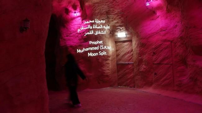 Pemandangan Gua Mukjizat yang menjadi bagian Taman Quran, Dubai, UEA.