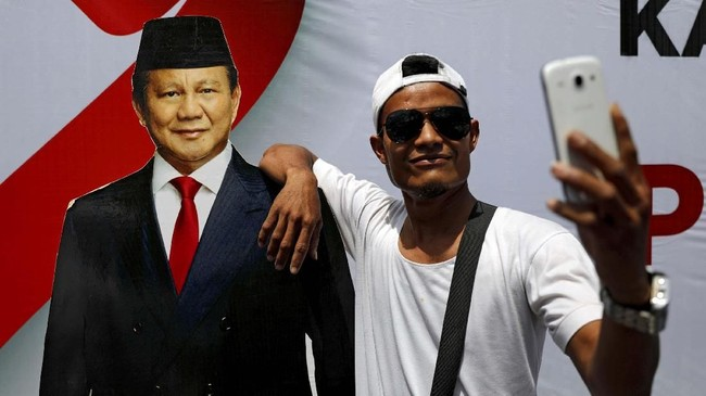 Saat berkampanye di Solo, Prabowo menyebut kemenangannya di Pilpres sudah dekat. (REUTERS/Willy Kurniawan)