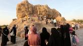 Kawasan Taman Quran memiliki 12 area taman, Gua Mukjizat, dan danau terbelah yang melambangkan perjuangan Nabi Musa di Laut Merah.