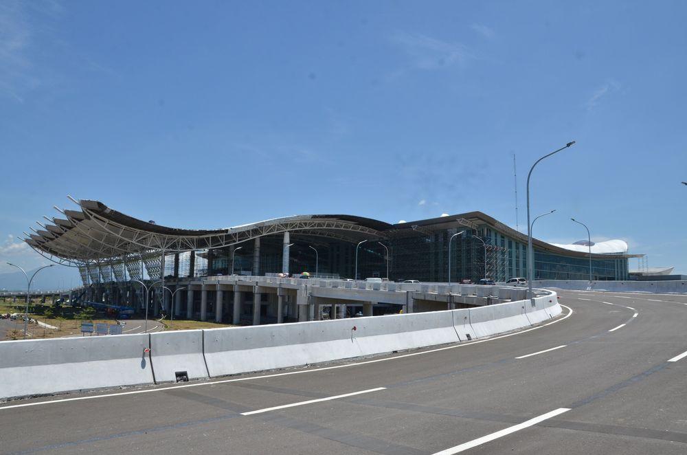 JK berpendapat bahwa jarak bandara tersebut terlalu jauh dari Bandung, Ibukota Provinsi Jawa Barat.
