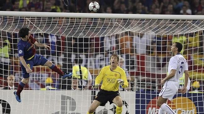 Lebih dari satu tahun kemudian, tepatnya 27 Mei 2009, Lionel Messi membalas kekalahan pada final Liga Champions 2009. Messi mencetak satu gol pada menit ke-70 melalui sundulan. (AFP PHOTO / FILIPPO MONTEFORTE)