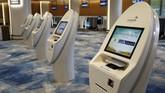 Area check-in mandiri di Bandara Jewl Changi.Total biaya pembangunan bandara ini kurang lebih US$1,25 miliar (sekitar Rp17,8 triliun). (REUTERS/Feline Lim)