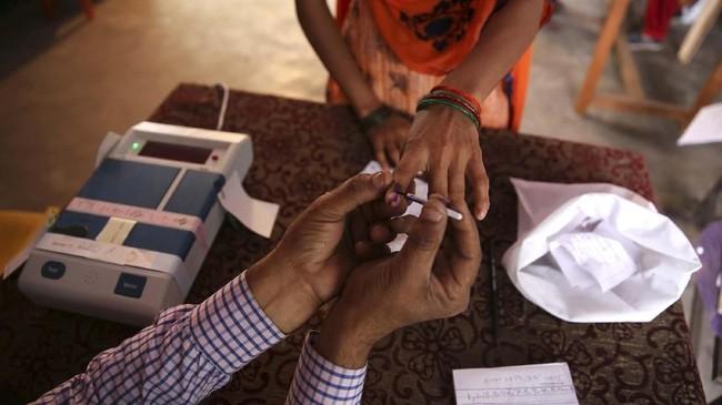 Kandidat anggota legislatif berasal dari 500 partai politik. Sejumlah kandidat perdana menteri juga bersaing memperebutkan tampuk kekuasaan. (AP Photo/Manish Swarup)