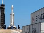 Melihat Roket Terkuat SpaceX yang Gagal Terbang