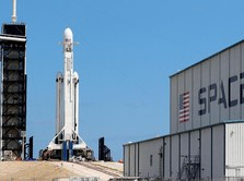 Angin Kencang, Roket Falcon Heavy Milik SpaceX Gagal Meluncur