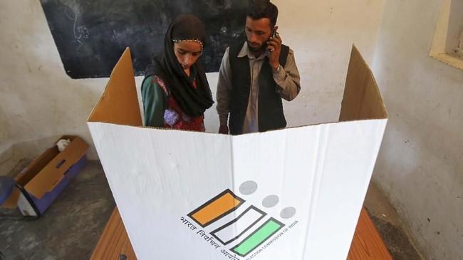 Pemilu India 2019 dianggap menjadi yang terbesar di dunia karena faktor jumlah pemilihnya. (REUTERS/Mukesh Gupta)