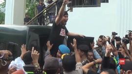 VIDEO: Penundaan Sidang Ahmad Dhani Diwarnai Aksi Ricuh
