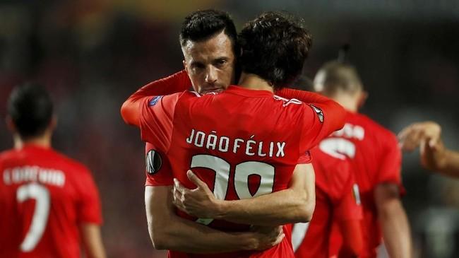 Joao Felix mendapat perhatian dari klub-klub besar Eropa karena menampilkan performa apik bersama Benfica. (REUTERS/Pedro Nunes)