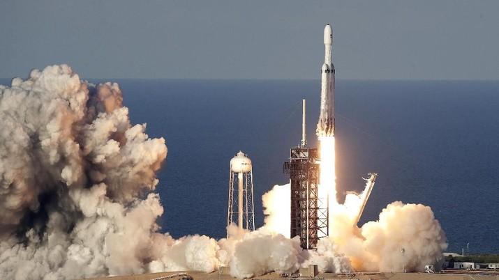 Musk mengatakan dia melihat Starlink sebagai aliran pendapatan baru yang penting untuk Space Exploration Technologies atau SpaceX.