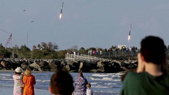 Keberhasilan ini kian mendekatkan SpaceX pada misi untukmenjadi perusahaan privat yang mengirimkan manusia ke luar angkasa.(REUTERS/Joe Rimkus Jr. TPX IMAGES OF THE DAY)