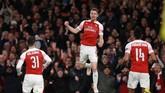 Aaron Ramsey menjadi pembuka kemenangan Arsenal setelah menerima assist dari Ainsley Maitland-Niles. (REUTERS/Ian Walton)