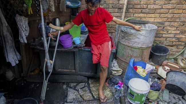 Kaung Khant Lin yang memendam mimpi menjadi pesepakbola saat ini masih terdaftar sebagai siswa di sekolah teknik mesin.(SAI AUNG MAIN / AFP)
