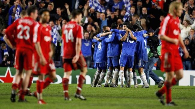 Chelsea menang 3-2 atas Liverpool di leg kedua semifinal Liga Champions musim 2007/2008 lewat babak tambahan pada 30 April 2008. The Blues lolos ke final setelah menang agregat 4-3. Kesuksesan itu menjadi pembalasan bagi Chelsea yang pernah dua kali disingkirkan Liverpool di Liga Champions. (REUTERS/ Eddie Keogh)
