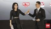 jurnalis senior Tomy Ristanto dan jurnalis TvOne Balques Manisang sebagai moderator debat kelima Pilpres 2019. (CNN Indonesia/Adhi Wicaksono)