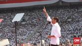 Capres nomor 01 Joko Widodo (Jokowi) saat melakukan orasi dalam Konser Putih Bersatu dalam rangka Kampanye Akbar Pasangan Capres no urut 01 di Gelora Bung Karno (GBK), Jakarta, Sabtu, 13 April 2019. CNN Indonesia/Andry Novelino