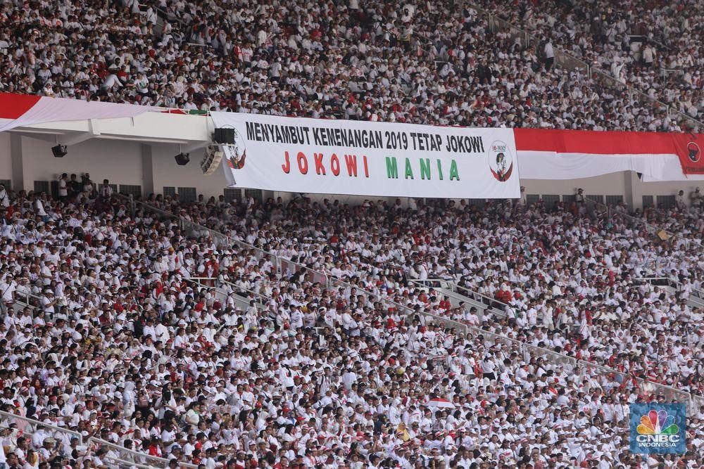Relawan massa pendukung Jokowi-Ma'ruf Amin sudah memadati stadion utama Gelora Bung Karno (GBK) pada Sabtu (13/4/2019) dalam Kampanye Akbar yangbertajuk