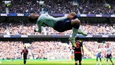 Gelandang serang Tottenham Hotspur, Lucas Moura, harus diwaspadai pemain Manchester City setelah mencetak hattrick ke gawang Huddersfield Town di Liga Inggris. (REUTERS/Eddie Keogh)
