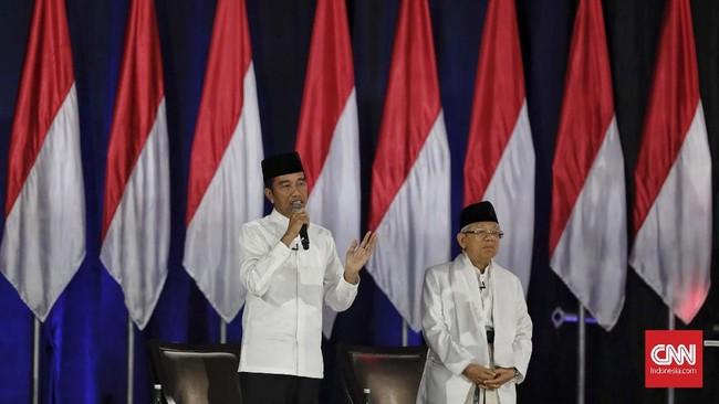 Pasangan capres-cawapres nomor urut 01 Joko Widodo dan Ma'ruf Amin mengikuti debat kelima Pilpres 2019 di Hotel Sultan, Jakarta, Sabtu (13/4/2019). (CNN Indonesia/Adhi Wicaksono)
