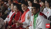 Megawati Soekarnoputri, Iriana Joko Widodo dan Muhaimin Iskandar (Cak Imin) saat menyaksikan debat kelima Pilpres 2019 di Hotel Sultan, Jakarta, Sabtu (13/4/2019). (CNN Indonesia/Adhi Wicaksono)