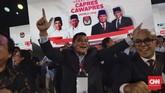 Pendukung pasangan capres-cawapres nomor urut 02 Prabowo Subianto dan Sandiaga Uno saat menyaksikan debat kelima Pilpres 2019 di Hotel Sultan, Jakarta, Sabtu (13/4/2019). (CNN Indonesia/Adhi Wicaksono)