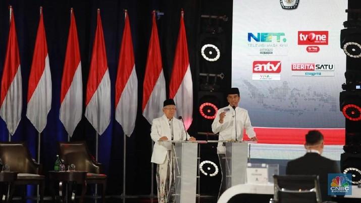 Jokowi menyatakan tidak boleh takut terhadap tantangan dan kesulitan, termasuk untuk menakut-nakuti.