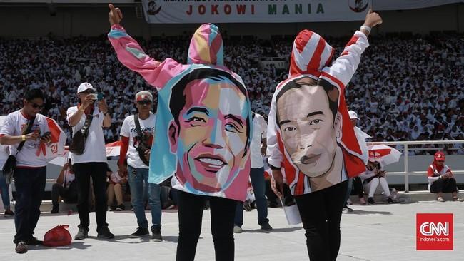 Massa pro-Jokowi-Ma'ruf Amin memadati Stadion Utama Gelora Bung Karno (GBK), dalam gelaran Kampanye Akbar paslon para pendukung paslon 01 di hibur dengan pagelaran musik.Jakarta, Kamis 11 April 2019. CNN Indonesia/Andry Novelino