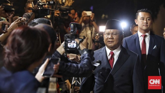 Calon presiden nomor urut 02 Prabowo Subianto saat hadir pada debat terakhir pilpres 2019 yang berlangsung di Hotel Sultan, Jakarta, 13 April 2019. (CNN Indonesia/Hesti Rika)