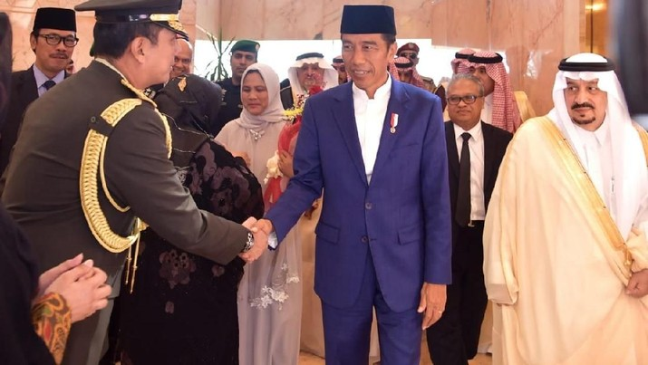 Presiden Joko Widodo (Jokowi) dijadwalkan memenuhi undangan Raja Salman bin Abdulaziz Al-Saud untuk santap siang bersama hari ini, Minggu (14/4/2019).