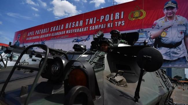 Pada Minggu (14/4), pemilu 2019 sendiri sedang memasuki masa tenang yang akan berlangsung hingga 16 April. Pada masa tenang ini titik berat pada pengamanan dan menjaga kelancaran pemilu serentak pada Rabu nanti. (ANTARA FOTO/Sigid Kurniawan).