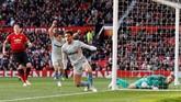 Di awal babak kedua West Ham memberikan kejutan bagi Man United dengan mencetak gol penyamakedudukan di menit ke-49 lewat gol Felipe Anderson usai memanfaatkan umpan Manuel Lanzini.(REUTERS/Phil Noble)