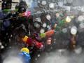 FOTO: Riuh Perang Air Songkran Thailand di Tengah Kekeringan