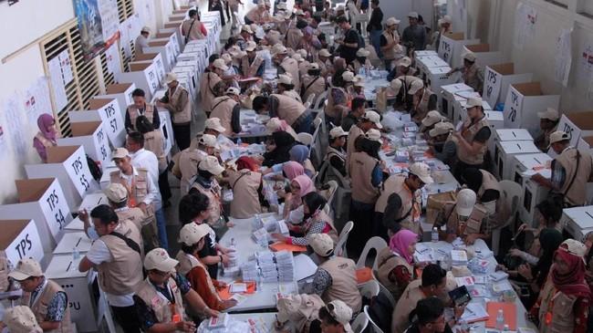 Berdasarkan data KPU, pemilih luar negeri tercatat sebanyak dua juta orang, dengan jumlah pemilih terbanyak di Malaysia yaitu lebih dari 985 ribu suara. (ANTARA FOTO/Rafiuddin Abdul Rahman)