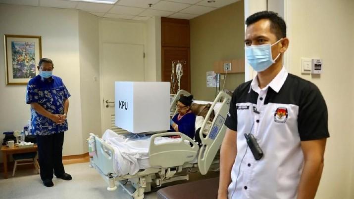 Ani Yudhoyono Gunakan Hak Pilih Meski Terbaring Sakit