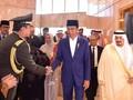Berebut Cap 'Paling Islam' di Balik Umrah Jokowi dan Sandiaga