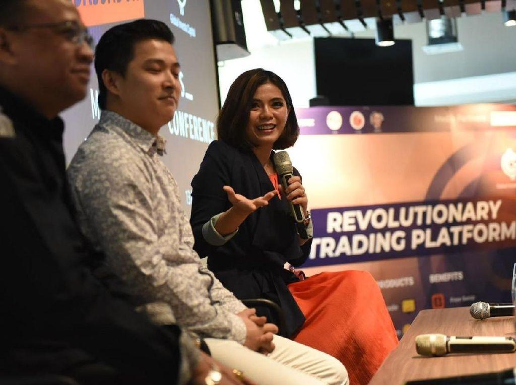 Brand Ambassador Global Investa Capital (GIC) Trade Merry Riana, CEO GIC Trade Peter Tendean dan Direktur Utama Trijaya Pratama Futures Rizal T Hutasoit berbincang disela peluncuran Platform GIC Trade Futures di Jakarta, Sabtu 13 April 2019. Istimewa.